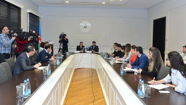 Брифинг о запуске пилотного проекта по информационному образованию в новом формате - Sputnik Азербайджан