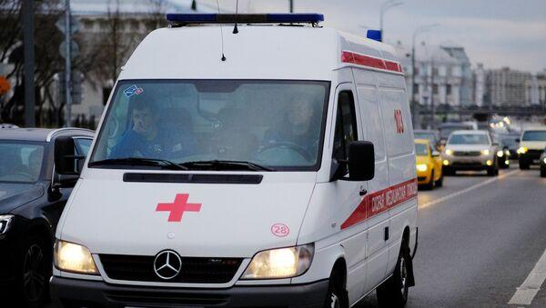 Автомобиль скорой медицинской помощи на улице Москвы, фото из архива - Sputnik Azərbaycan