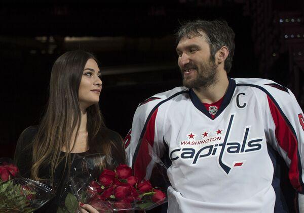 Актриса Анастасия Шубская и хоккеист Александр Овечкин - Sputnik Азербайджан