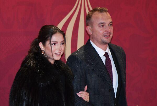 Певица Нюша и главный советник президента Международной федерации студенческого спорта Игорь Сивов - Sputnik Азербайджан
