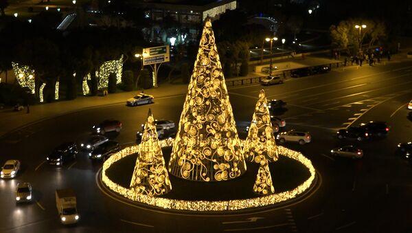 Раз, два, три – елочки в Баку зажгли - Sputnik Азербайджан