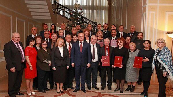 Президент Молдовы Игорь Додон с представителями Конгресса азербайджанцев Молдовы - Sputnik Азербайджан