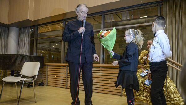 Руководитель Мариинского театра Валерий Гергиев с участниками проекта Ты супер! Танцы - Sputnik Азербайджан