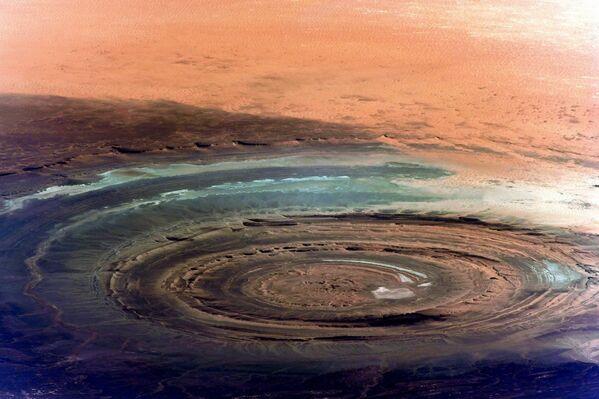 Снимок знаменитой структуры Ришат или Глаз Сахары снятый с Международной космической станции - Sputnik Азербайджан