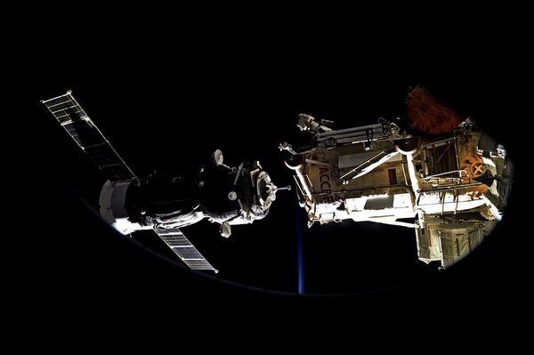 Стыковка Союза к МКС - Sputnik Азербайджан