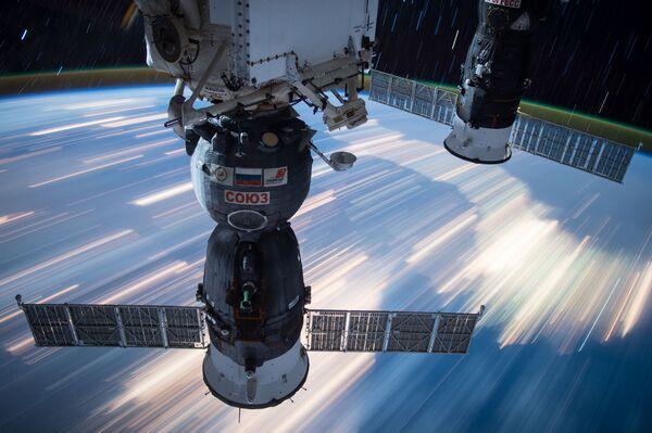 Российские космические корабли Союз и Прогресс, пристыкованные к МКС - Sputnik Азербайджан