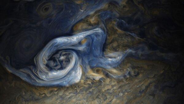 Ураган, снятый на поверхности Юпитера зондом Juno в конце октября этого года - Sputnik Азербайджан