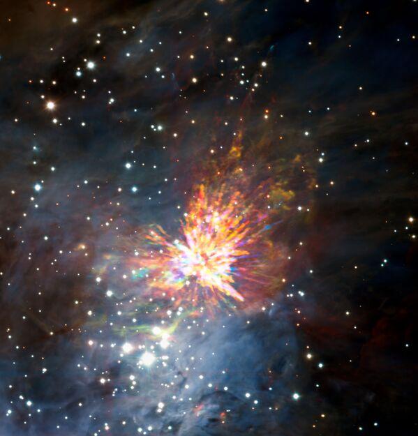 Столкновение двух новорожденных звезд в гигантских звездных яслях в созвездии Ориона - Sputnik Азербайджан