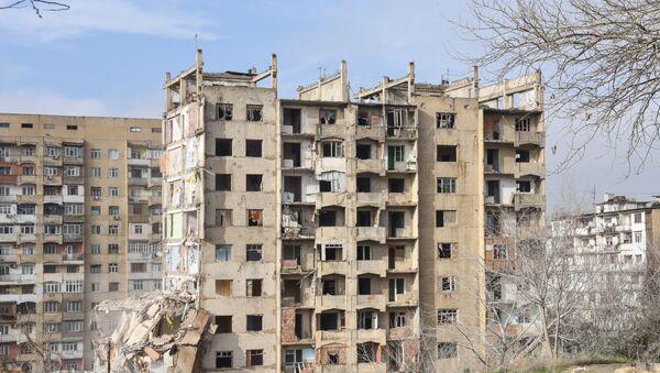Аварийный дом в Хатаинском районе - Sputnik Азербайджан