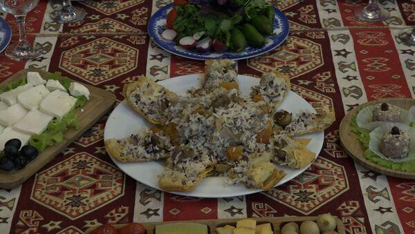 Resept: Yeni il süfrəsinə Şah plov - Sputnik Azərbaycan