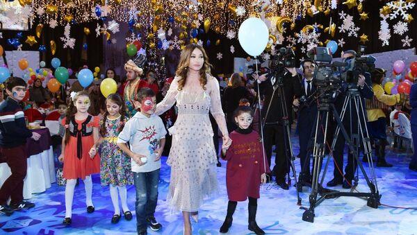 Праздничное веселье для детей, организованное Фондом Гейдара Алиева - Sputnik Азербайджан