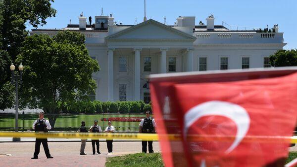 Флаг Турции перед Белым Домом, фото из архива - Sputnik Азербайджан