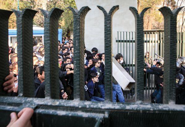 Протесты студентов в Тегеране, 30 декабря 2017 года - Sputnik Азербайджан