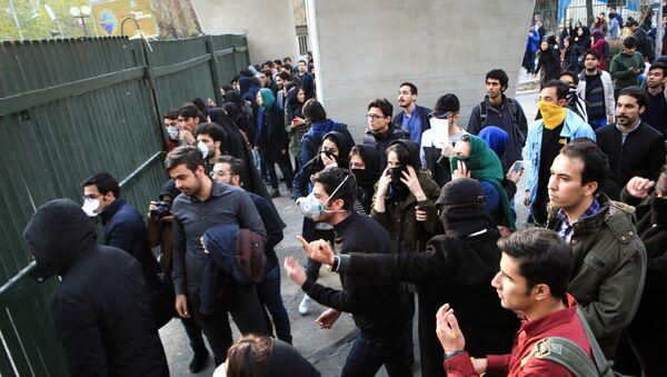 Протесты в Тегеране, 3 января 2018 года - Sputnik Азербайджан