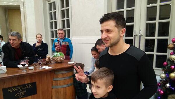 Владимир Зеленский встретился с поклонниками в Габале - Sputnik Азербайджан
