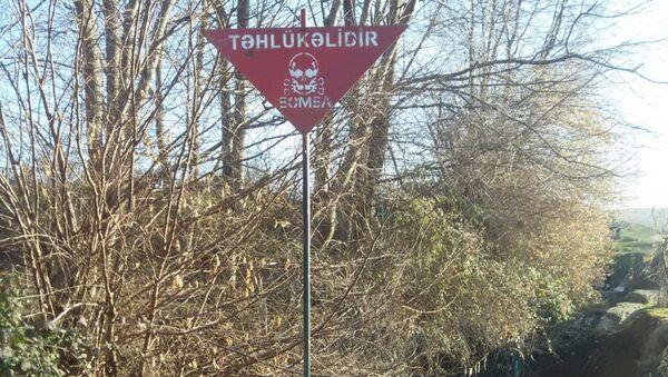 Предупредительная табличка Осторожно! Бомба - Sputnik Азербайджан