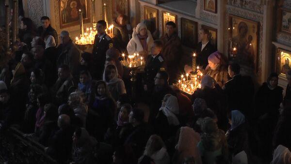 Святая ночь: в Баку встретили Рождество - Sputnik Азербайджан
