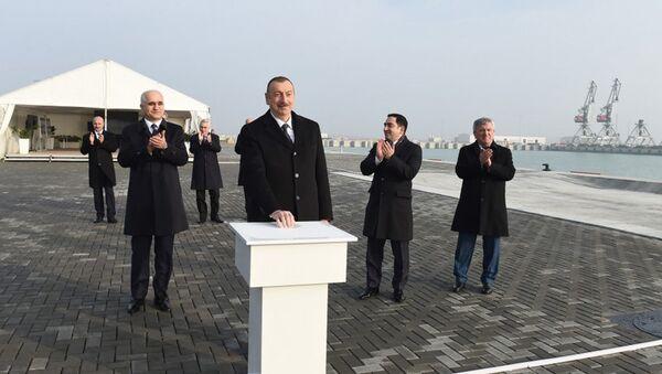 Президент Ильхам Алиев принял участие в открытии терминала Ро-Ро в комплексе Бакинского международного морского торгового порта - Sputnik Азербайджан