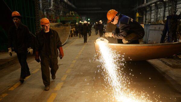 Kimyəvi maşınqayırma zavodunda işçilər, arxiv şəkli - Sputnik Azərbaycan
