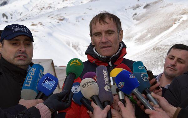 Начальник службы горноспасательной службы МВД Австрии Адольф Херрер отвечает на вопросы журналистов - Sputnik Азербайджан