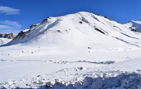 Горный массив, где пропали альпинисты - Sputnik Азербайджан