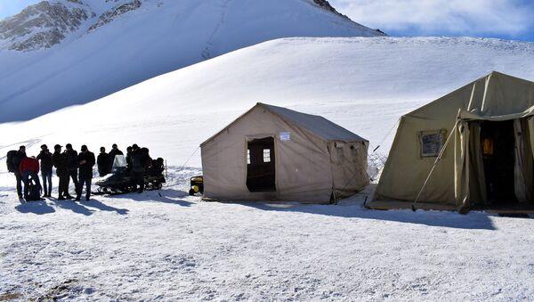 Фоторепортаж с места, где ведутся поиски альпинистов - Sputnik Азербайджан