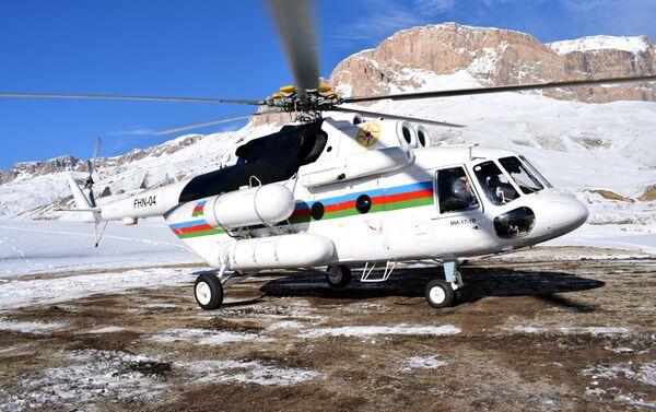 Вертолет, выделенный МЧС Азербайджана для журналистов - Sputnik Азербайджан