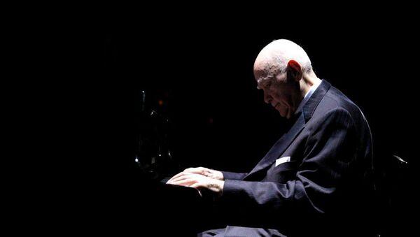 Азербайджанский пианист Чингиз Садыхов, фото из архива - Sputnik Азербайджан