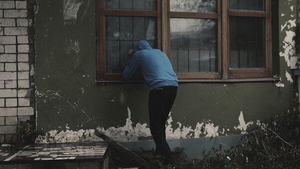 Квартирный вор. Архивное фото - Sputnik Азербайджан