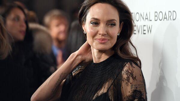 Американская актриса Анджелина Джоли - Sputnik Азербайджан