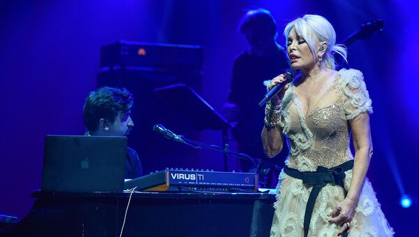 Звезда турецкого шоу-бизнеса Ажда Пеккан выступила с сольным концертом во Дворце Гейдара Алиева - Sputnik Азербайджан