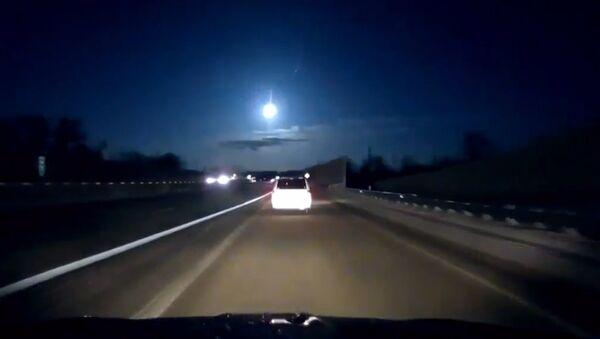 В Мичигане засняли падение метеорита - Sputnik Азербайджан