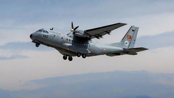 Самолет Casa CN-235, фото из архива - Sputnik Азербайджан