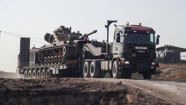 Военная техника на турецко-сирийской границе, 16 января 2018 года - Sputnik Азербайджан