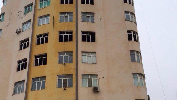 Последствия оползня в жилом массиве Ени Гюнешли на участке Гюнешлинское плато - Sputnik Азербайджан