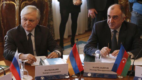 Министр иностранных дел Армении Эдвард Налбандян (слева) и министр иностранных дел Азербайджана Эльмар Мамедъяров, фото из архива - Sputnik Азербайджан