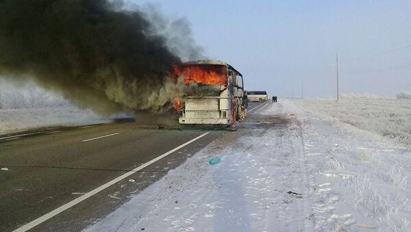 Автобус загорелся в Актюбинской области: погибли 52 человека , фото с места событий - Sputnik Azərbaycan