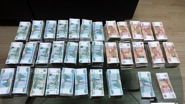 Российские рубли разного номинала, конфискованные на таможенном посту Самух - Sputnik Азербайджан