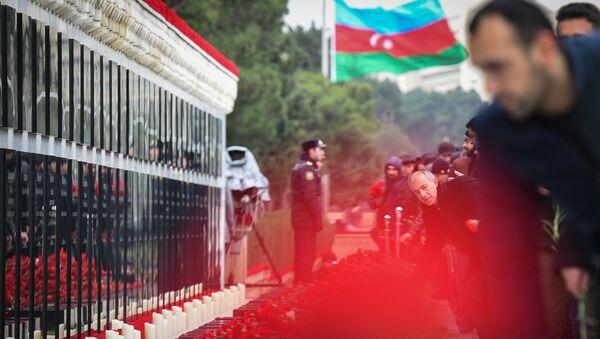 Траурное шествие на Аллее шехидов 20 января 2018 года - Sputnik Азербайджан