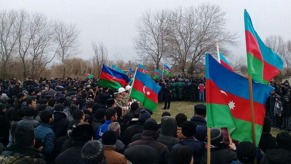 Похороны солдата ВС Азербайджана Ибрагима Менефова - Sputnik Азербайджан