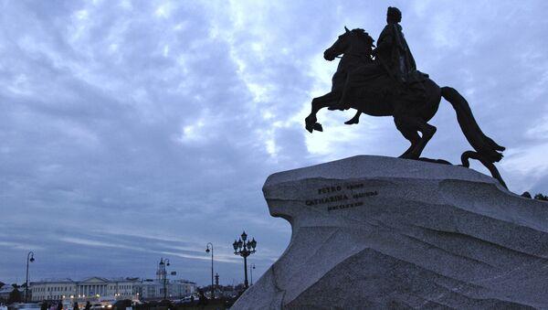 Памятник Петру I на Сенатской площади Санкт-Петербурга - Sputnik Азербайджан