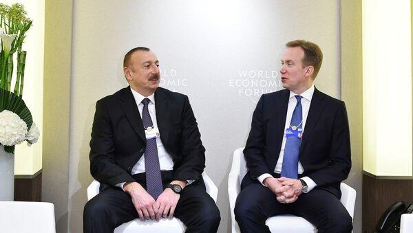 Azərbaycan Prezidenti İlham Əliyevin Davosda Dünya İqtisadi Forumunun prezidenti ilə görüşü - Sputnik Azərbaycan
