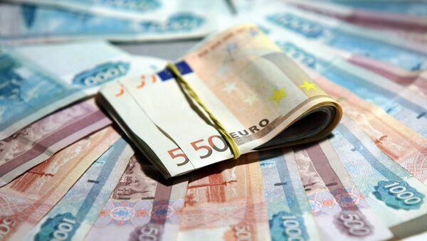 Евро и рубли, фото из архива - Sputnik Азербайджан