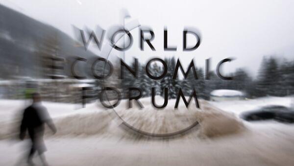 Эмблема Всемирного экономического форума в Давосе, Швейцария, 21 января 2018 года - Sputnik Азербайджан