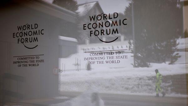 Эмблема Всемирного экономического форума в Давосе, Швейцария, 11 января 2018 года - Sputnik Азербайджан