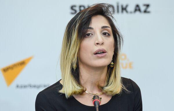 Пресс-конференция организатора мероприятия Семь красавиц Парваны Мамедовой - Sputnik Азербайджан