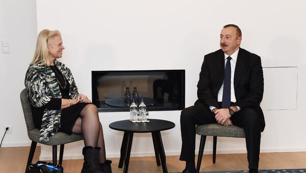 """İlham Əliyev Davosda """"IBM"""" şirkətinin baş icraçı direktoru ilə görüşüb - Sputnik Azərbaycan"""