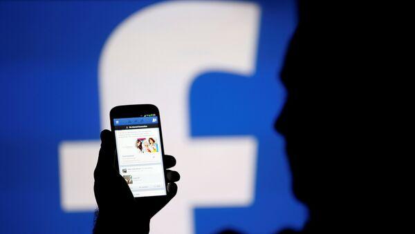 Пользователь социальной сети Facebook - Sputnik Азербайджан
