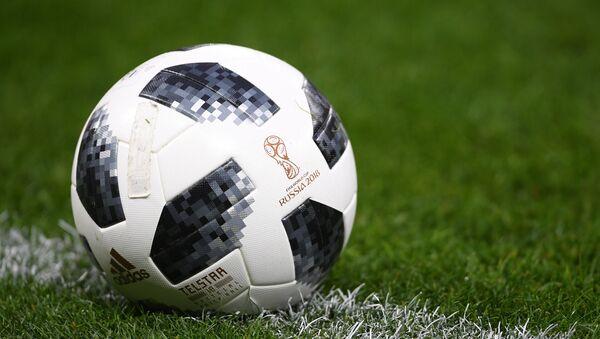 Официальный мяч чемпионата мира по футболу 2018 Telstar 18 - Sputnik Азербайджан