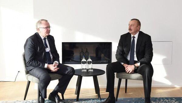 Президент Азербайджана Ильхам Алиев и генеральный исполнительный директор компании Statoil Эльдар Сатре, 24 января 2018 года - Sputnik Азербайджан